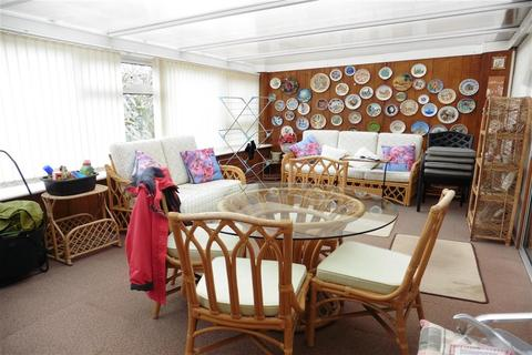 3 bedroom semi-detached bungalow for sale - Mount Road, Wickford, Essex