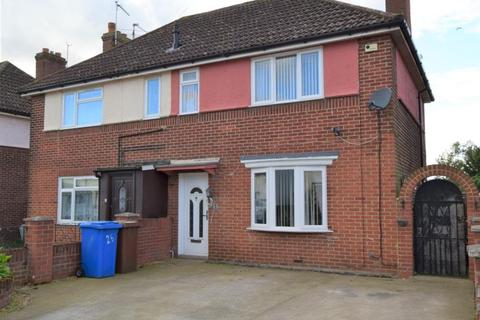 3 bedroom semi-detached house for sale - Robeck Road, Ipswich