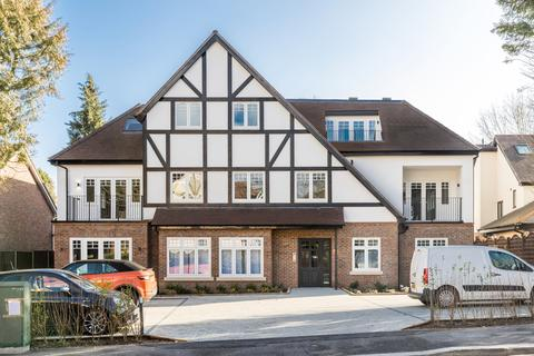 3 bedroom apartment for sale - Woodcote Valley Road, Purley