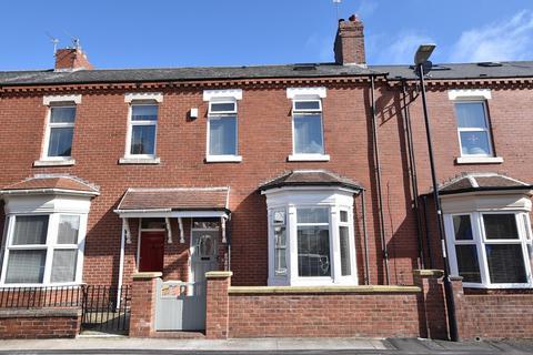 5 bedroom terraced house for sale - Featherstone Street, Roker