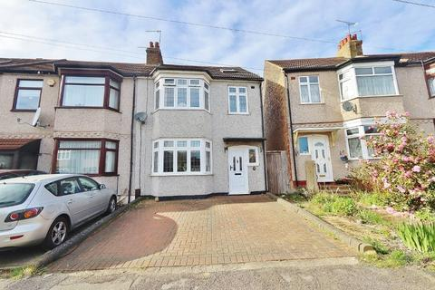 4 bedroom end of terrace house for sale - Wainfleet Avenue, Romford, RM5
