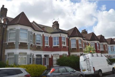 Studio to rent - Parkhurst Road, Wood Green, London N22