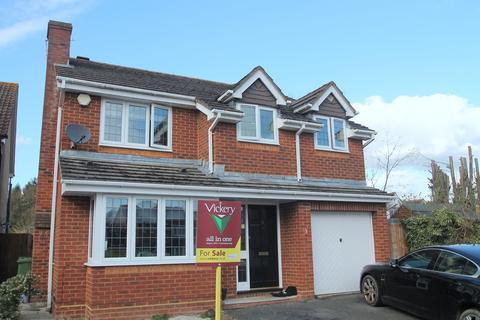 4 bedroom detached house for sale - Abelia Close, West End, Woking, GU24