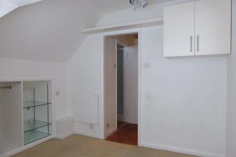 Studio to rent - Boundary Road - P1130
