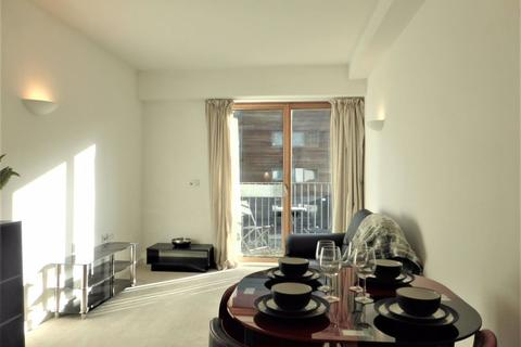 1 bedroom flat to rent - Pullman Haul, City Point - P1495