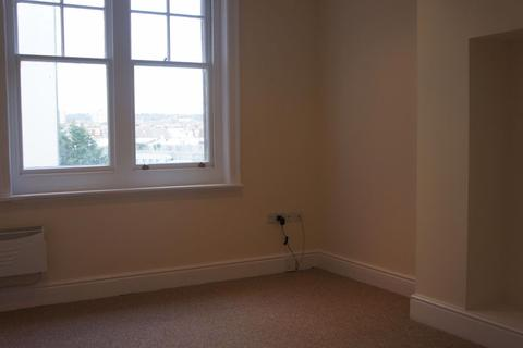 Studio to rent - Church Road - P1181
