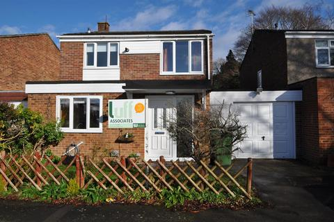3 bedroom semi-detached house to rent - Nairn Close, Frimley