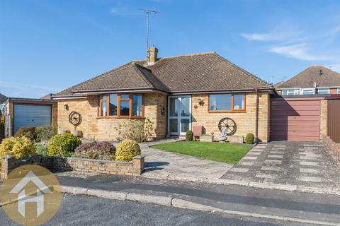 2 bedroom detached bungalow for sale - Miltons Way, Royal Wootton Bassett SN4 7