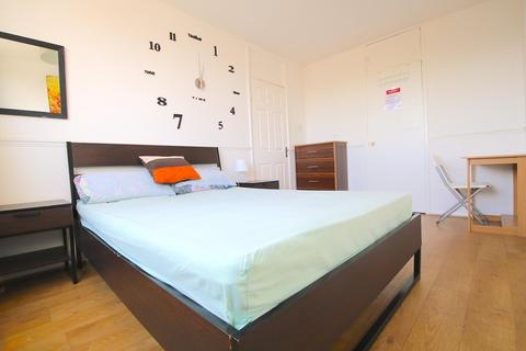 4 bedroom house share to rent - Smithy Street, London