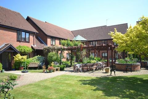 1 bedroom retirement property for sale - Chiltern Court, St. Barnabas Road, Reading
