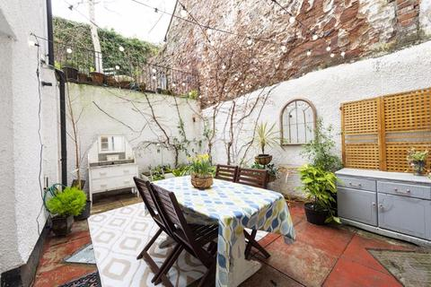 2 bedroom apartment for sale - 2 Bed Courtyard Flat
