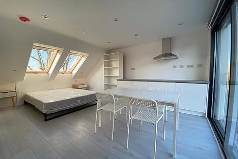 1 bedroom house share to rent - Highcombe Road, Charlton, London SE7