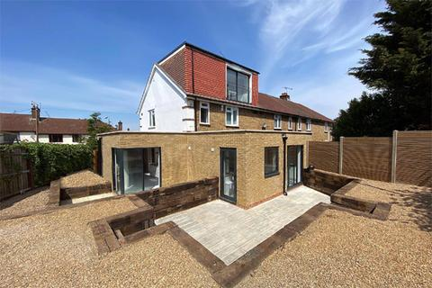 Studio to rent - Highcombe Road, Charlton, London SE7