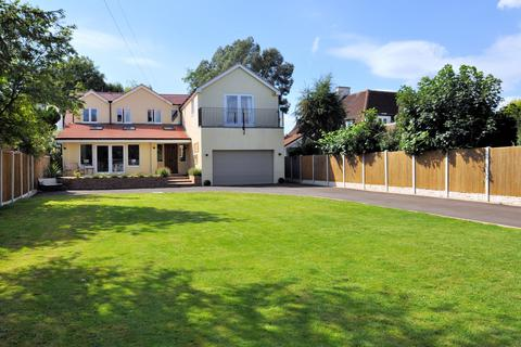 5 bedroom detached house for sale - Riverside Home - Wraysbury, Berkshire