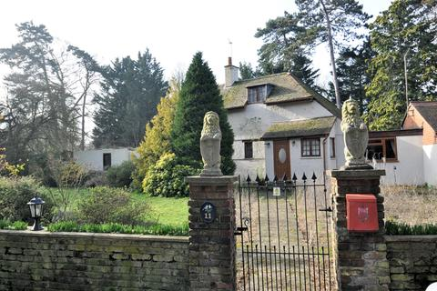3 bedroom semi-detached house for sale - Wraysbury, Berkshire