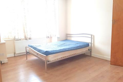 1 bedroom ground floor flat to rent - Taunton Avenue, Hounslow, Middlesex