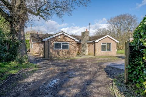 3 bedroom detached bungalow for sale - Mickle Trafford, Chester, Cheshire