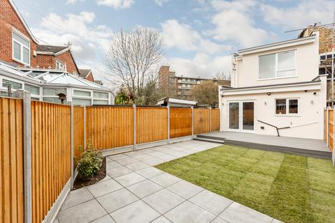 2 bedroom end of terrace house for sale - Old Ford Road, E2