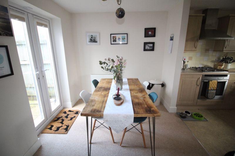 Kitchen / Dining...