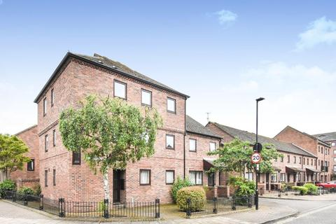 2 bedroom apartment to rent - Fewster Way, Fishergate