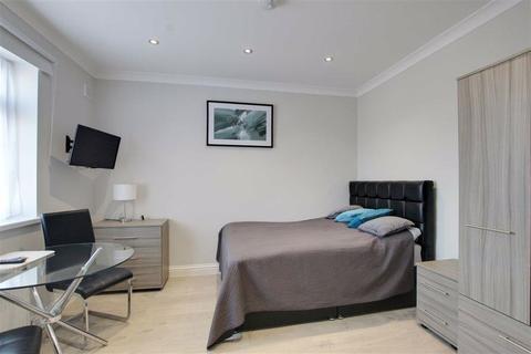 Studio to rent - Fencepeice Road, Ilford