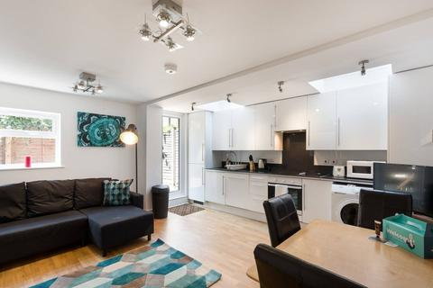2 bedroom flat to rent - Thorparch Road, London