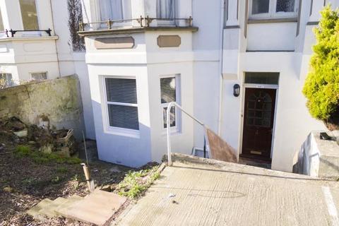 2 bedroom flat to rent - Pevensey Road