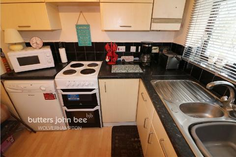 2 bedroom semi-detached house for sale - Brackendale Drive, WALSALL