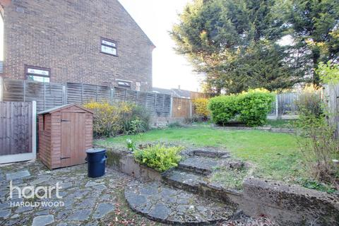 3 bedroom end of terrace house for sale - Whitchurch Road, Romford