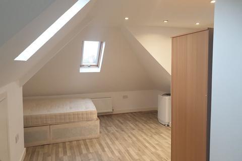 Studio to rent - Bryony Road, London W12