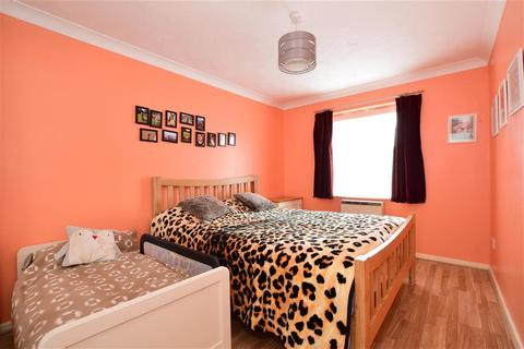 2 bedroom flat for sale - Overton Drive, Chadwell Heath, Essex