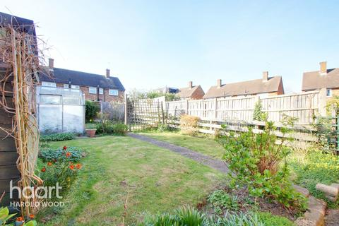3 bedroom semi-detached house for sale - Guildford Road, Romford
