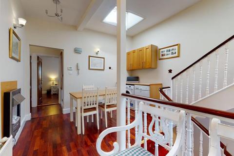 3 bedroom apartment to rent - Castletown Road, West Kensington, W14