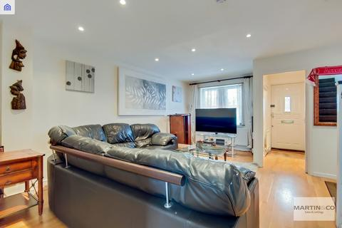 3 bedroom end of terrace house to rent - Ivy Court SE16