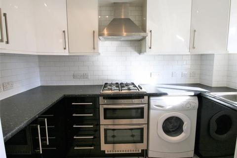 3 bedroom terraced house to rent - Kershaw Close, Hornchurch RM11