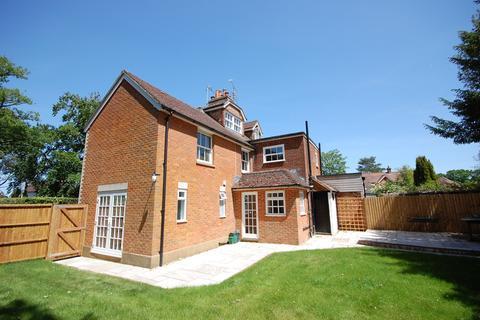 4 bedroom semi-detached house for sale - Rosemary Lane, Rowledge, Farnham, GU10