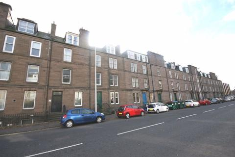 3 bedroom flat to rent - Perth Road, Dundee