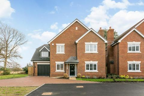 5 bedroom detached house to rent - Connaught Gardens, Winkfield Row