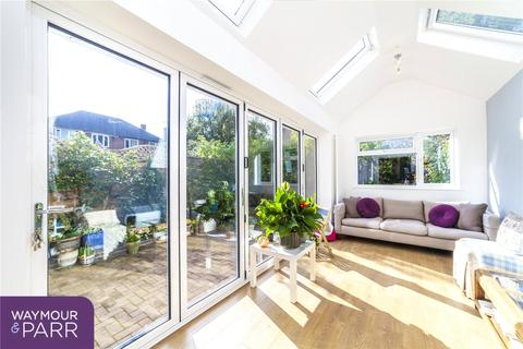 5 bedroom semi-detached house for sale - Somertrees Avenue, London, SE12