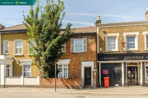 3 bedroom semi-detached house for sale - 229 Twickenham Road, Middlesex, TW7 6DH