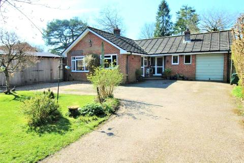 4 bedroom bungalow for sale - Lymington Bottom, Four Marks, Hampshire, GU34