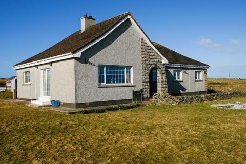 5 bedroom detached bungalow for sale - 15 SOUTH SHAWBOST, ISLE OF LEWIS HS2 0RX