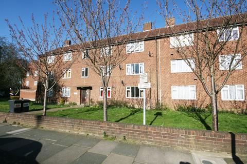 1 bedroom flat to rent - Avenue Court, Claybury Broadway, Ilford, Essex, IG5