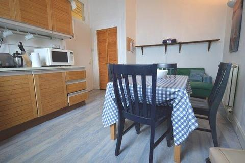 2 bedroom flat to rent - St Peter's Place, Edinburgh EH3