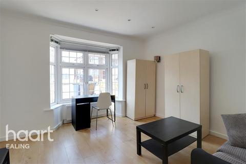 1 bedroom in a house share to rent - St Andrews Road, Acton, W3