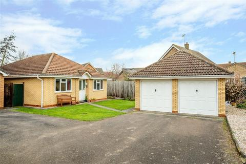 2 bedroom detached bungalow for sale - Moat Way, Swavesey