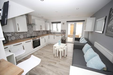 6 bedroom terraced house to rent - Parkfield Place, Maindy, Cardiff
