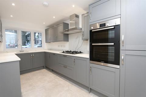 5 bedroom house to rent - Burnt Ash Road, London