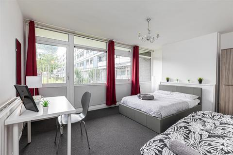 4 bedroom house share to rent - Bigland Street, London