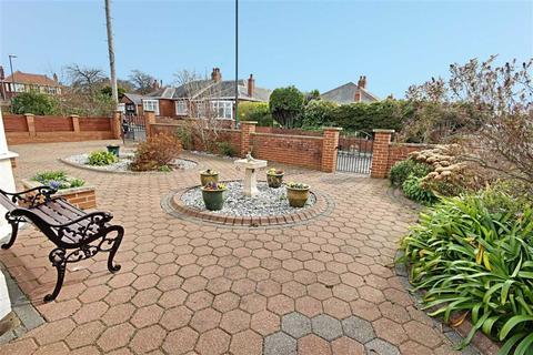 3 bedroom detached bungalow for sale - Central Gardens, South Shields, Tyne And Wear